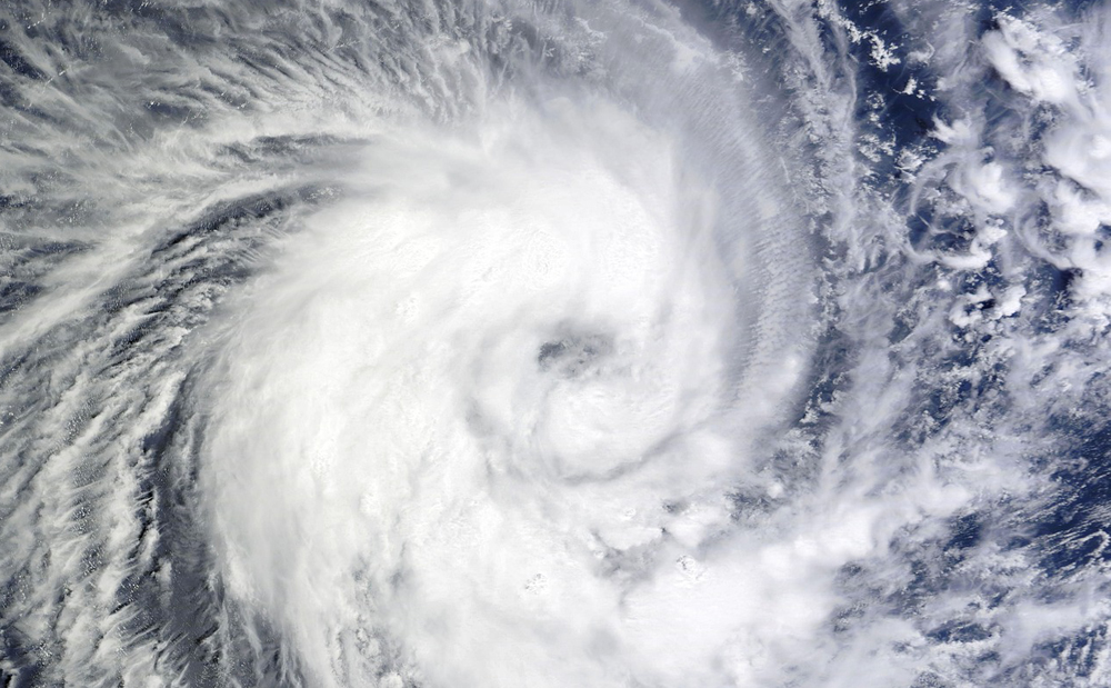 Super-typhoon Dujuan cancels flights in Taiwan