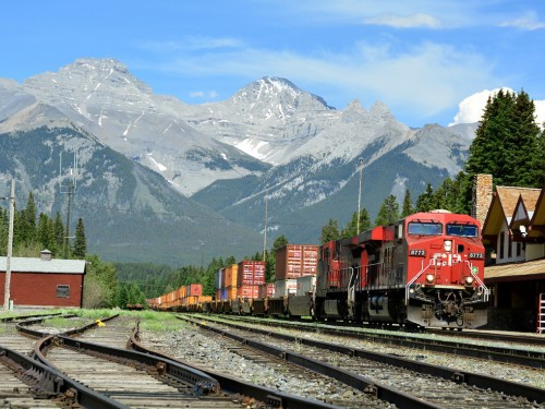 CP Rail earnings hit by variety of factors