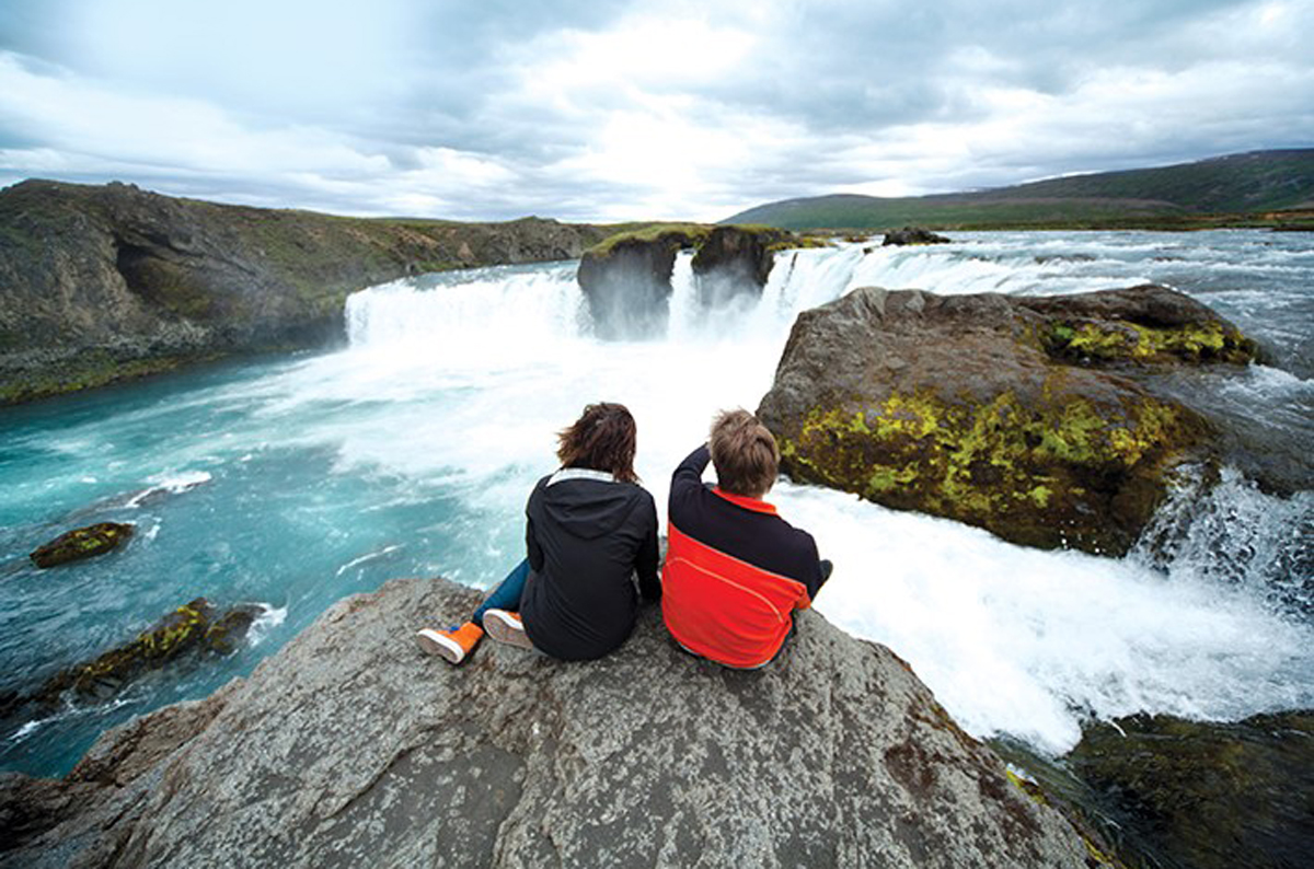 Iceland promoted on ACV's Europe and Cruise brochure