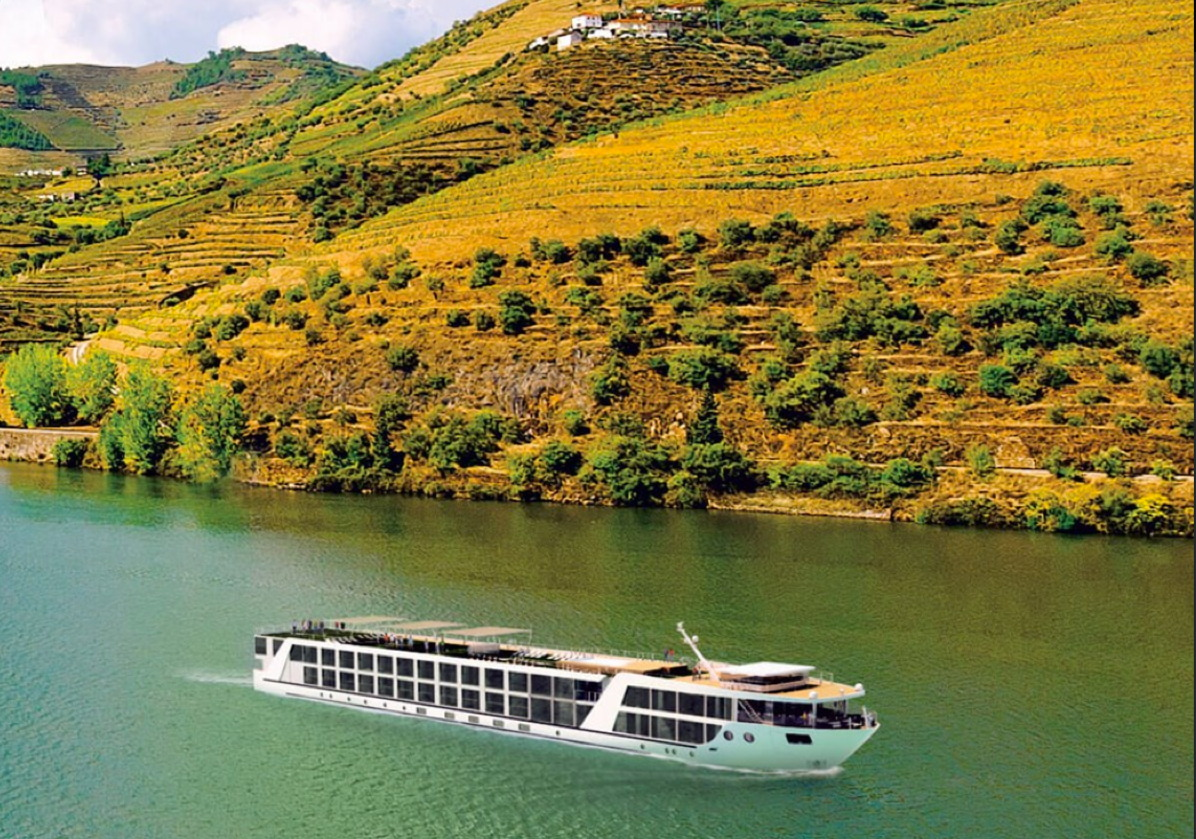 Emerald Waterways christens Emerald Radiance