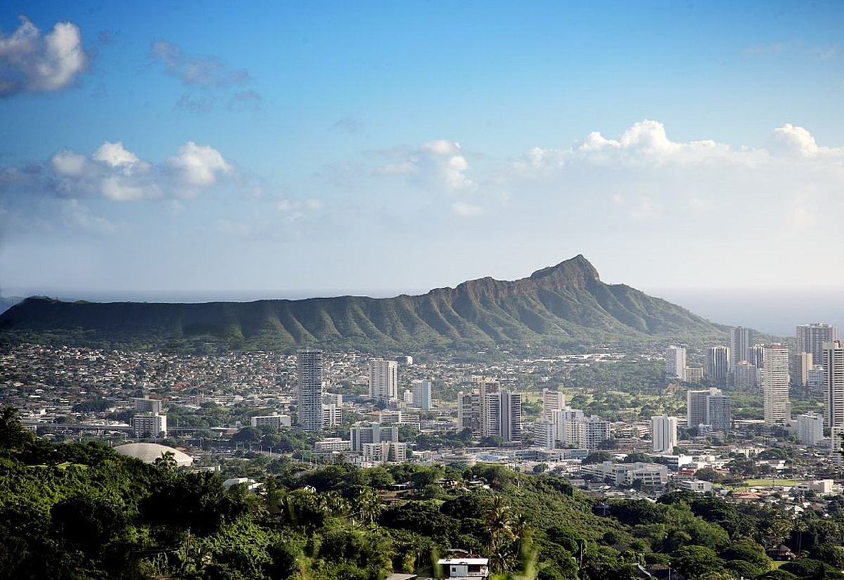 Honolulu launches 'distracted walking' law