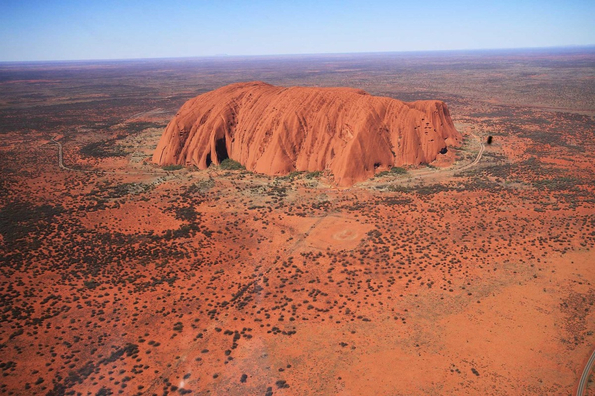 Australia to end Uluru climbs