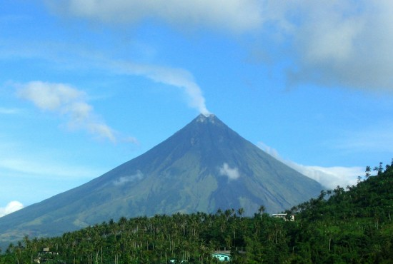 Philippines authorities warn of imminent eruption at Mt Mayon