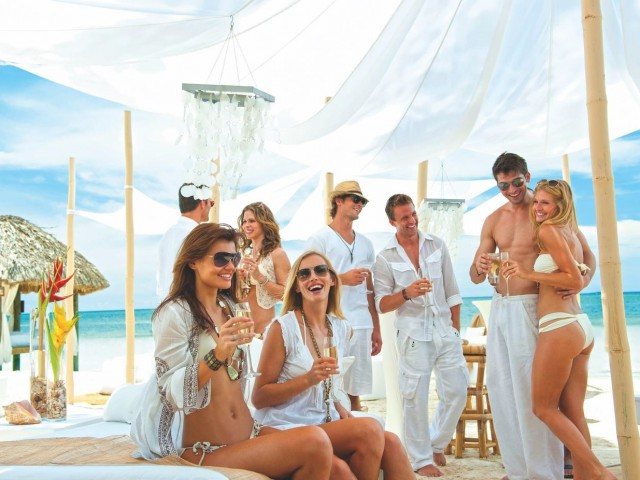 An exciting group offer from Sandals & Beaches & ACV