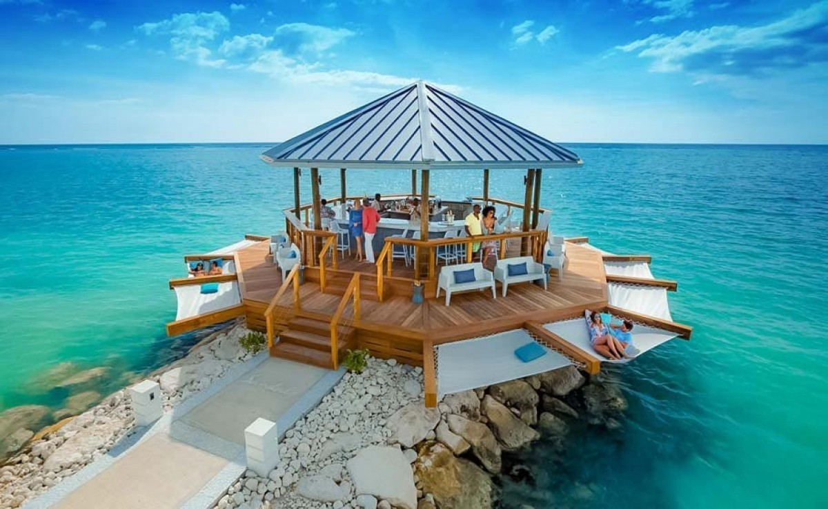 New bar at Sandals Montego Bay offers 360° ocean views