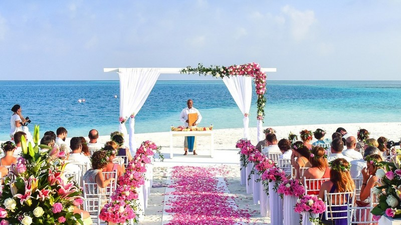 4 ways to better sell destination weddings