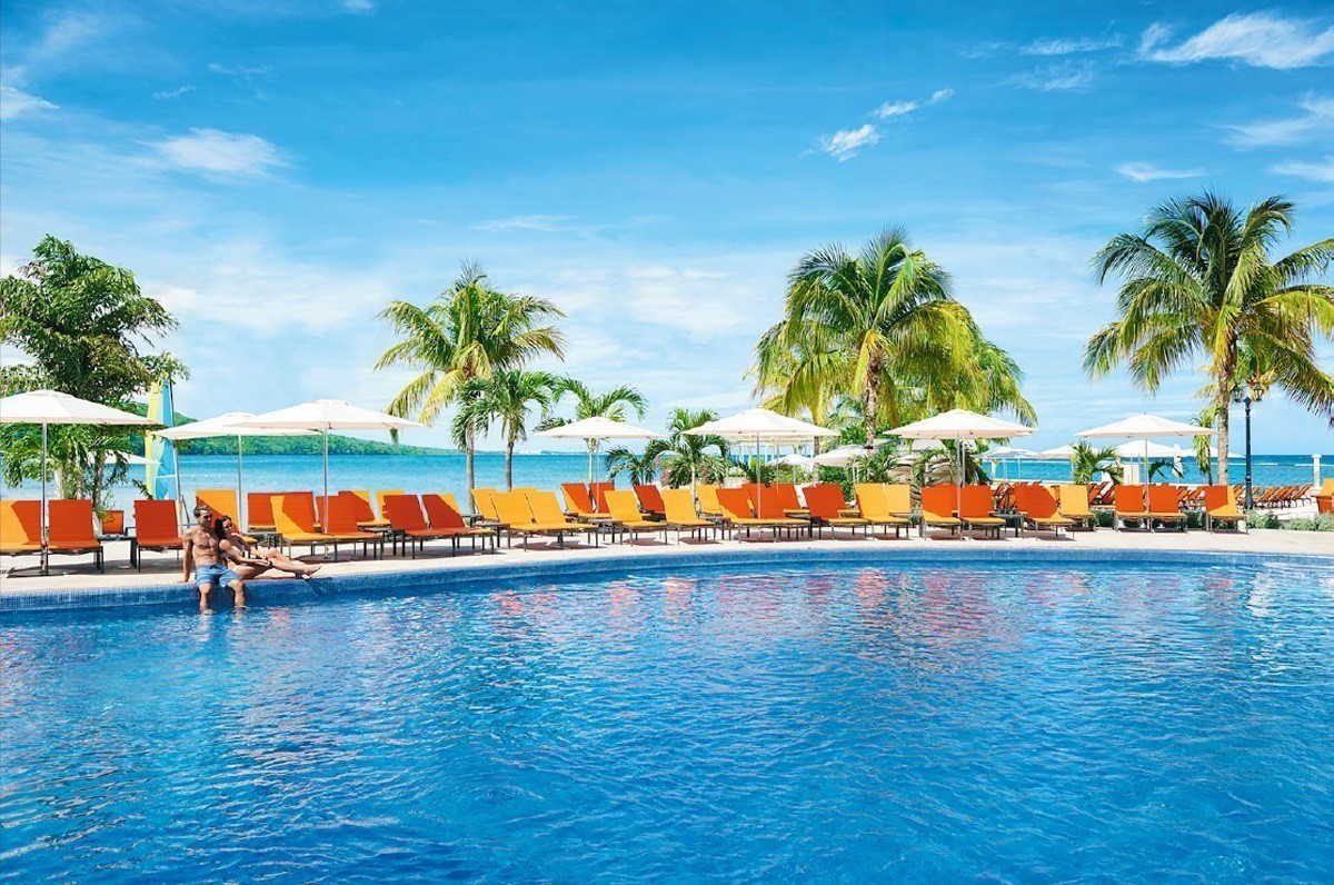 4X ACV&ME points on any Palace Resorts property