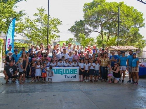 Uniglobe's Western Canada team & partners help out in Cancun