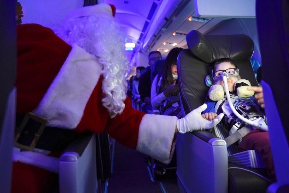 Air Transat & Children's Wish Foundation's Flight with Santa Claus a success