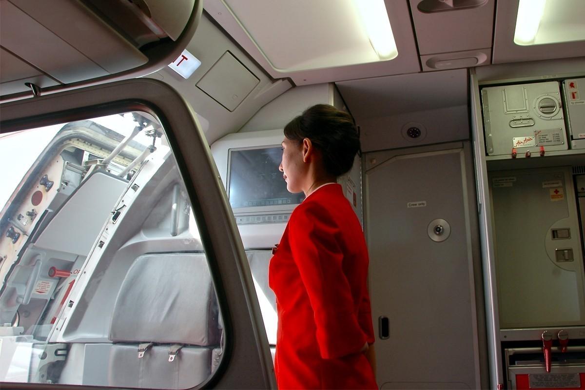 Flight attendant's powerful letter to rude passenger goes viral
