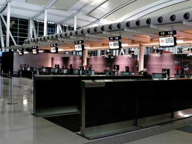 Air Canada will no longer take cash at these Canadian airports