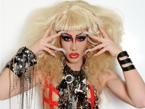 Drag queens & tattoo artists headline U's new cruises