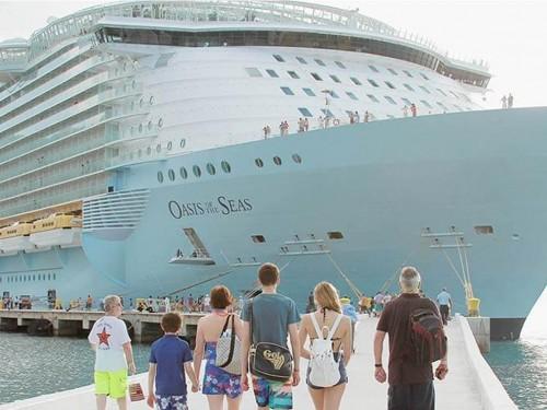 Royal Caribbean cancels 3 sailings after crane accident damages ship