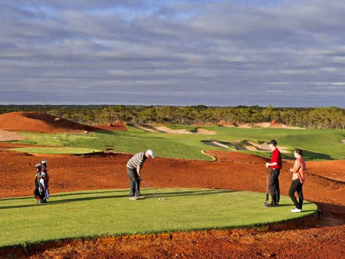 4 of the world's coolest golf courses