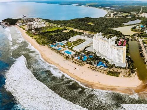 Mazatlan's RIU Emerald Bay gets a new section & waterpark
