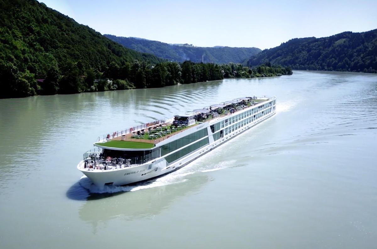 Emerald Waterways' Emerald Luna to sail in 2021