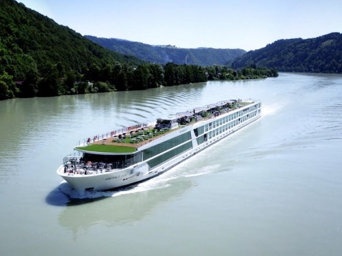 Emerald Waterways' Emerald Luna to sail in 2021