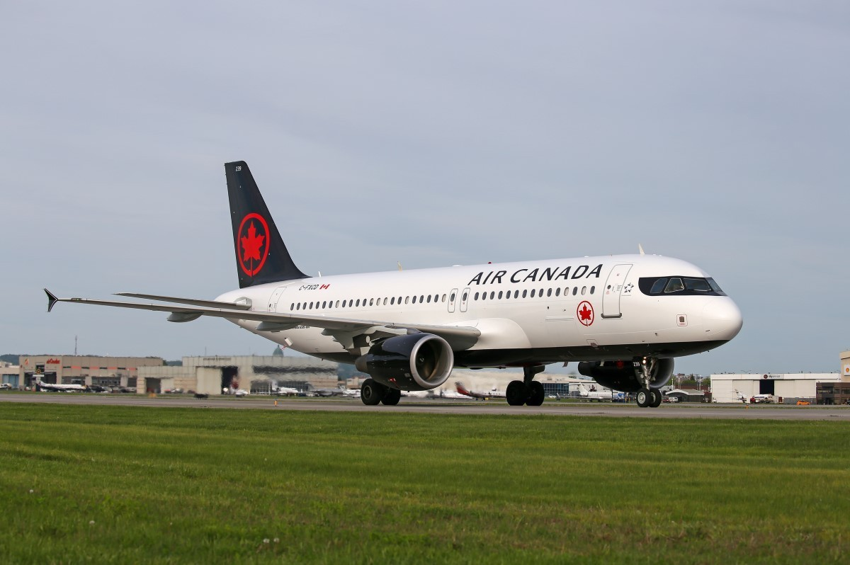 Air Canada suspends Italy flights until May 1