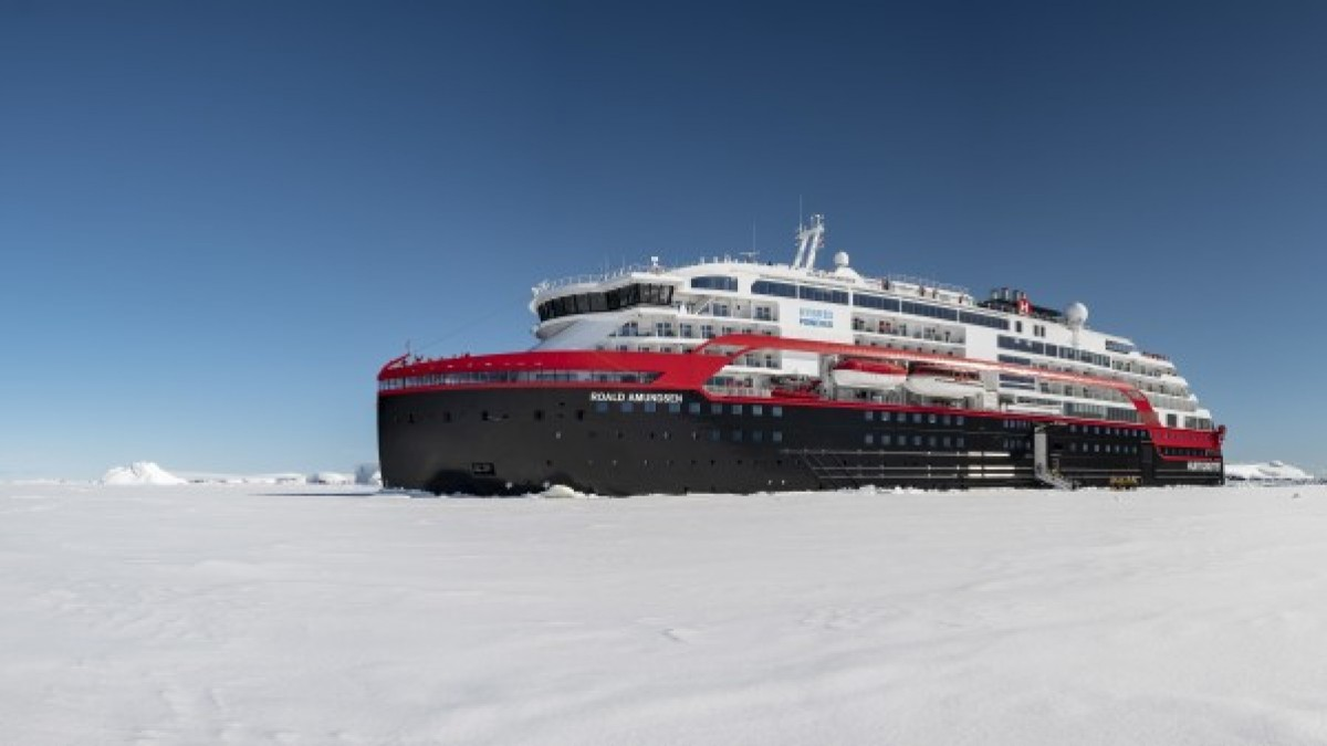 Hurtigruten suspends global operations until end of April