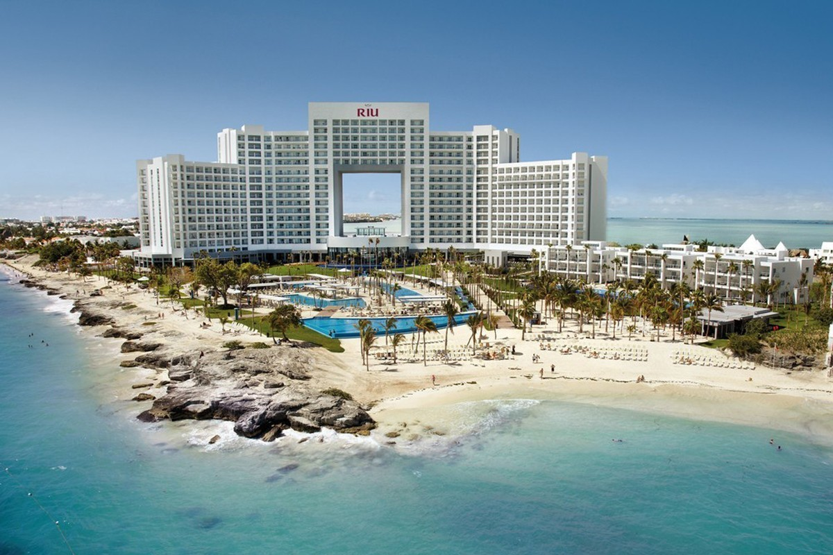 Riu reopens two hotels in Mexico